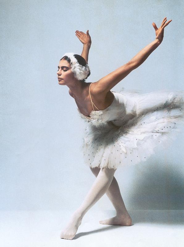 Алина Кабаева (Alina Kabaeva) в пачке в роли белого лебедя. X.